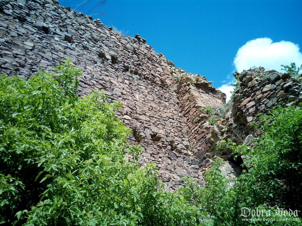 hrochuv-hradek-dobra-voda-9